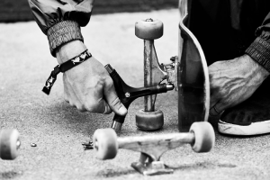 Read more about the article How to loosen trucks on a skateboard